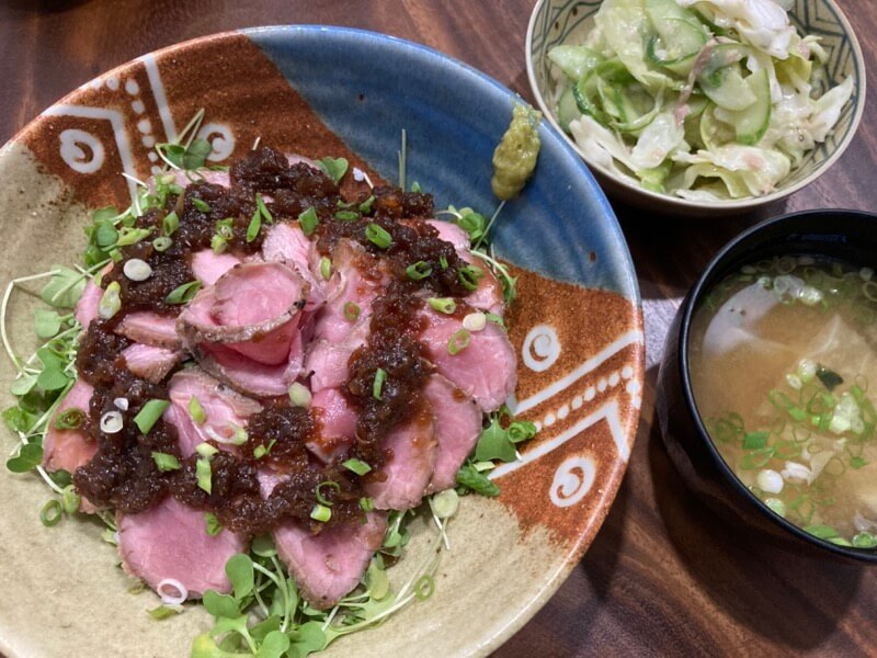 ローストビーフ丼 オニオンソース