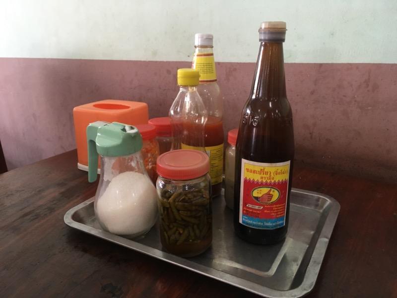 カンボジア 食堂 調味料