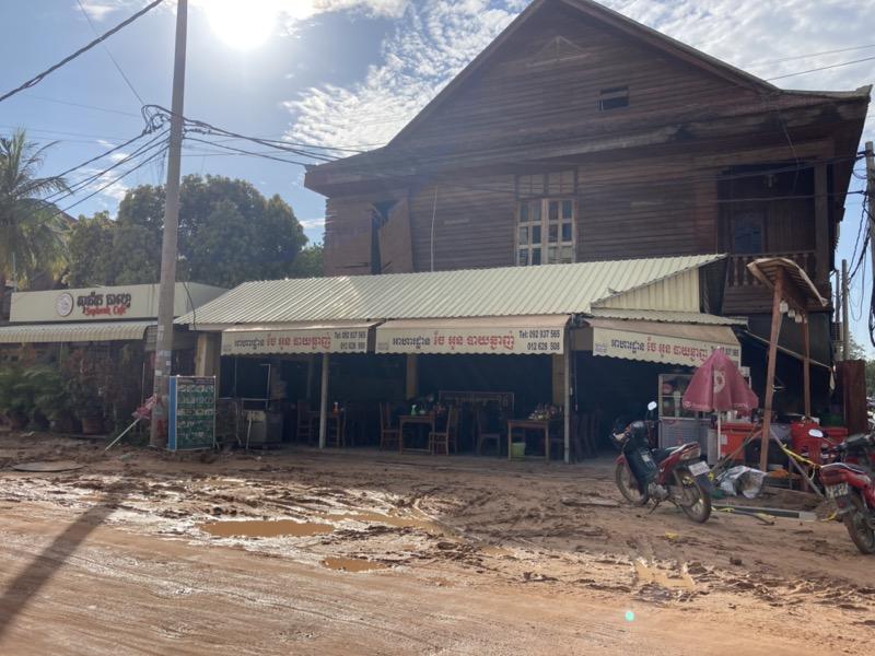 カンボジア レストラン 外観