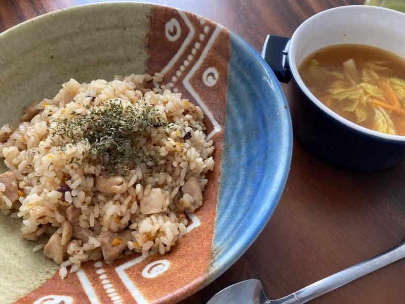 チキンピラフ コンソメスープ